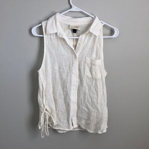 NWT cream linen sleeveless top